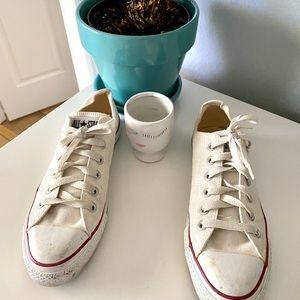 EUC Converse white sneakers  -  sz 8 (w) 6 (m)